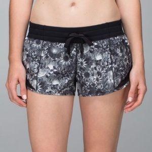 Lululemon Hotty Hot Shorts Blk & White Floral